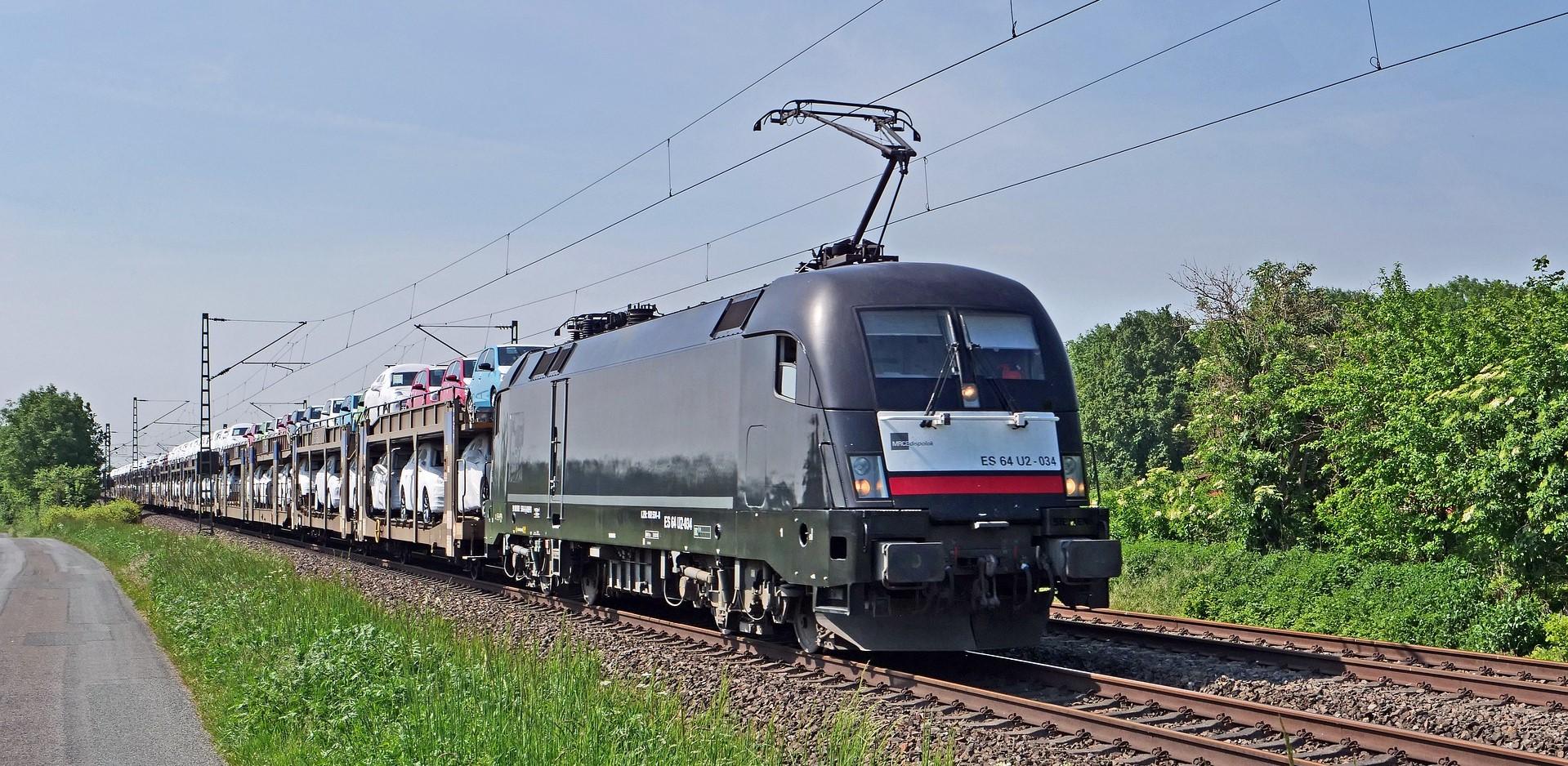 car-train-4226819_1920